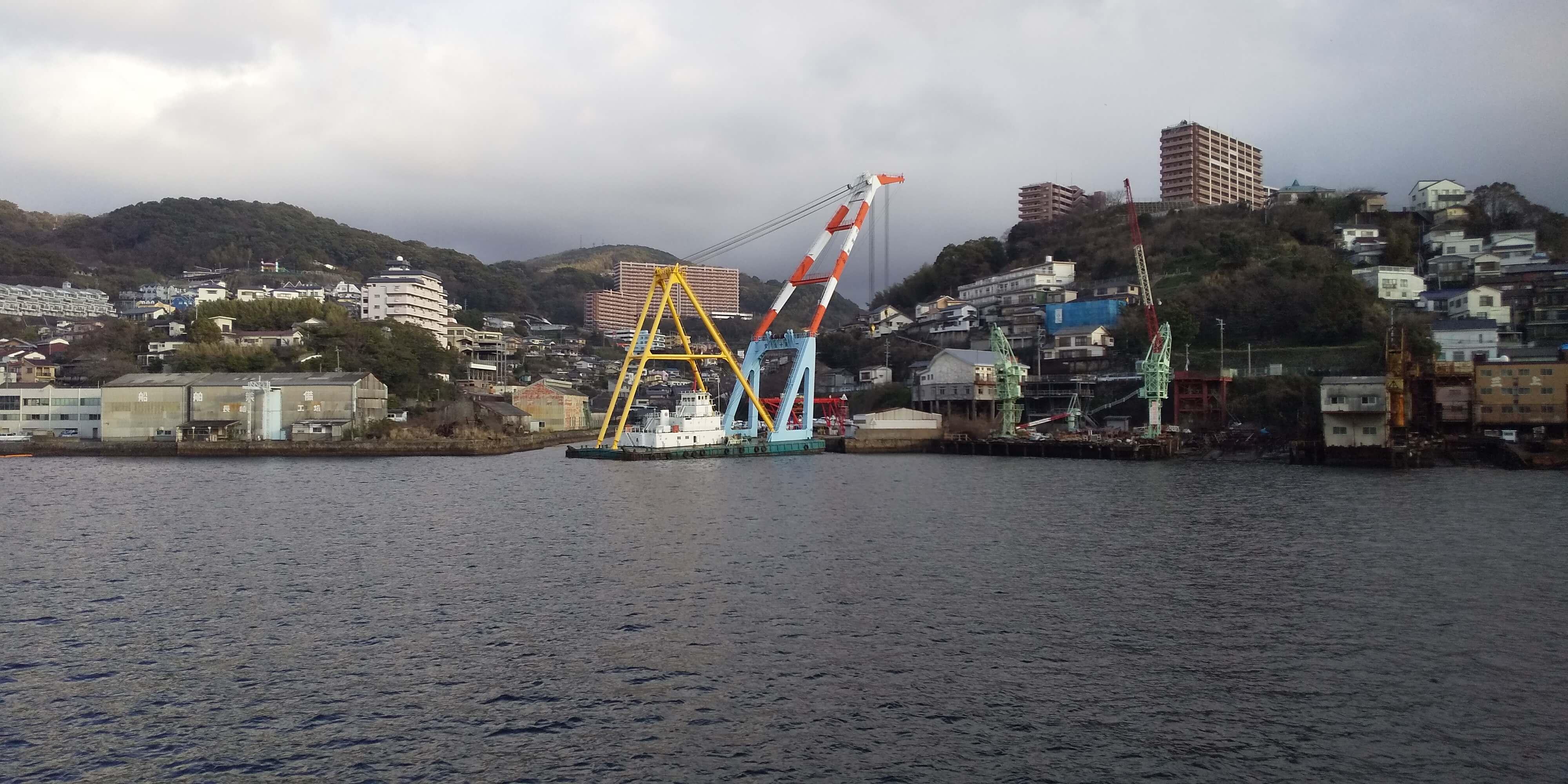 長崎港の起重機船